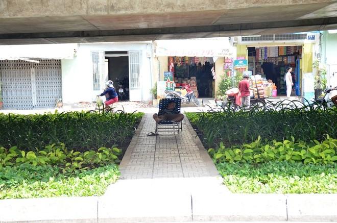 """Nắng nóng như """"lò bát quái"""" ở TP. Hồ Chí Minh ảnh 5"""