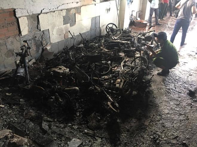 Nhiều xe máy bị cháy trơ khung