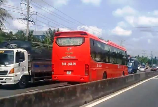 Phạt tài xế xe Phương Trang chạy ngược chiều trên quốc lộ 1