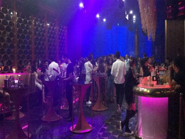 Hàng trăm dân chơi trong bar Envy lúc rạng sáng