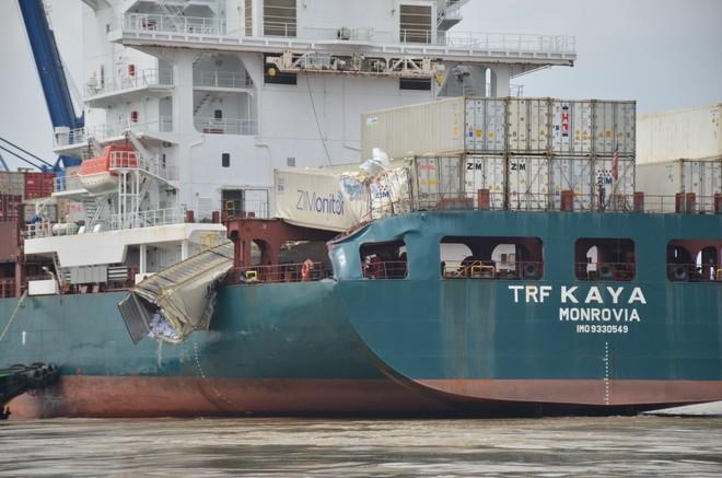 Hai tàu hàng va chạm trên sông Đồng Nai