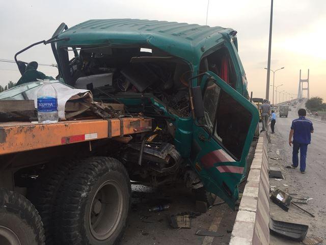 """Lại xảy ra tai nạn liên hoàn tại dốc cầu """"tử thần"""" ở TP.HCM"""