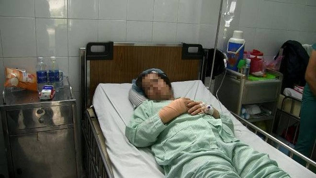 Nữ bác sĩ bị thương nặng phải nhập viện