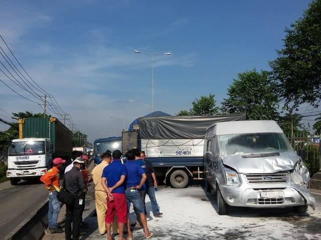 Hiện trường vụ tai nạn giao thông liên hoàn