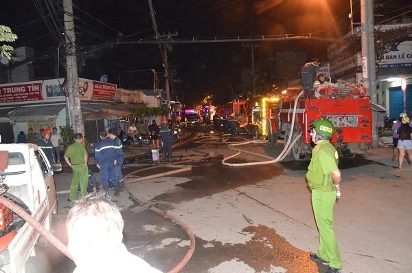 Lực lượng PCCC có mặt để dập tắt đám cháy