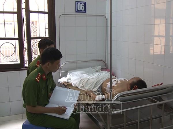 Cơ quan CSĐT CAH Phúc Thọ đang lấy lời khai của đối tượng Trịnh Văn Sơn