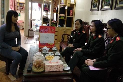 Hội Phụ nữ CATP thăm hỏi, động viên Đại úy Cao Thị Ngọc Diệp