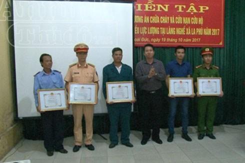 Một số tập thể, các nhân đã nhận được giấy khen của UBND huyện Hoài Đức trong công tác PCCC trên địa bàn