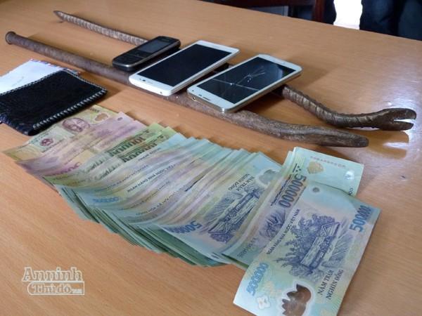 Trộm vớ cục tiền to, bỏ sót nhiều vàng trong két sắt ảnh 2