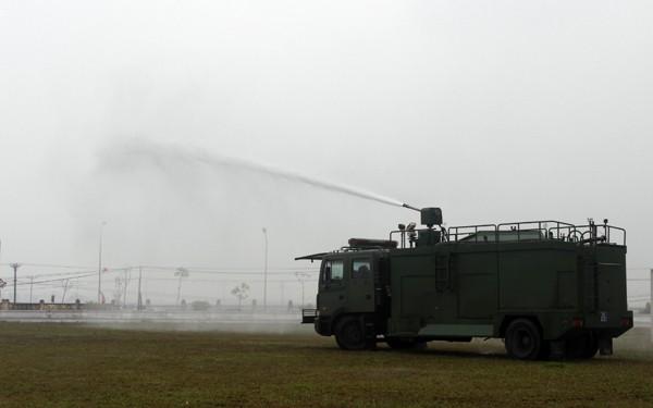 Lực lượng CSCĐ biểu diễn các phương án chống gây rối, tụ tập đông người trái phép Và triển khai lực lượng tuần tra cơ động, đấu tranh trấn áp tội phạm