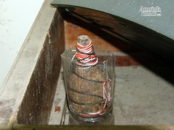 Tìm thấy lựu đạn, dao kiếm, ma túy...trong nhà riêng cán bộ thuế ảnh 5