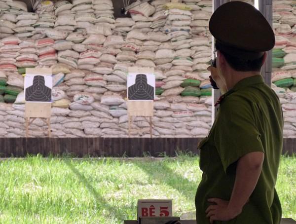 Gần 270 VĐV tham gia Giải bắn súng ngắn quân dụng Báo An ninh Thủ đô năm 2015 ảnh 5