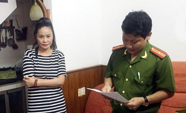 Cơ quan CSĐT đọc lệnh bắt, khám xét khẩn cấp đối với Trần Thị Hương Giang