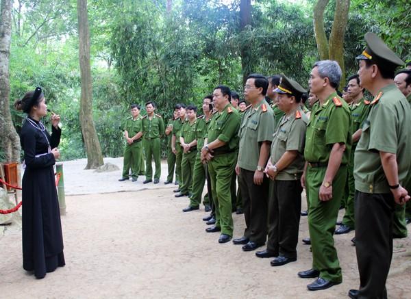 CAQ Hà Đông về nguồn báo công dâng Bác ảnh 2