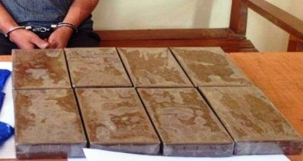 Cơ quan công an đã bắt quả tang Trung và Khánh vận chuyển trái phép 8 bánh heroin