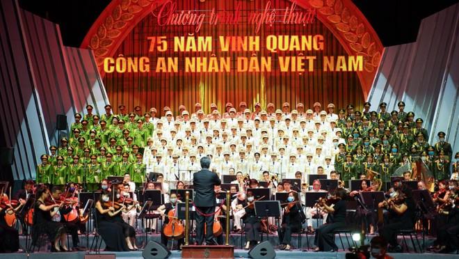 """Nhạc trưởng Honna Tetsuji: Vinh dự góp mặt trong chương trình """"75 năm vinh quang Công an nhân dân Việt Nam"""" ảnh 1"""