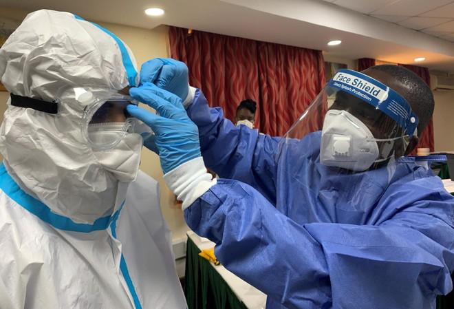 Châu Âu: Số ca lây nhiễm Covid-19 tăng vọt và ban bố biện pháp phòng dịch nghiêm ngặt ảnh 1