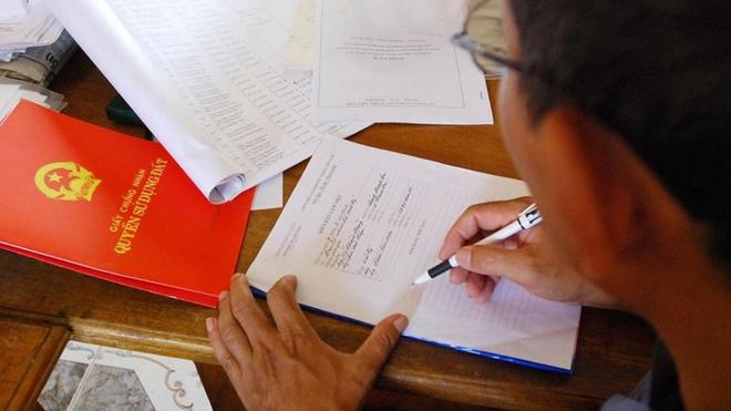 Bị tạm giam vẫn có thể được ký giấy tờ chuyển dịch tài sản ảnh 1