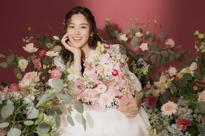Á hậu Tường San lên xe hoa ảnh 1