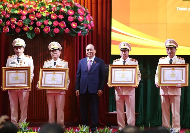 Thủ tướng biểu dương lực lượng Công an đóng góp quan trọng phát triển kinh tế - xã hội, bảo vệ cuộc sống bình yên của nhân dân ảnh 1