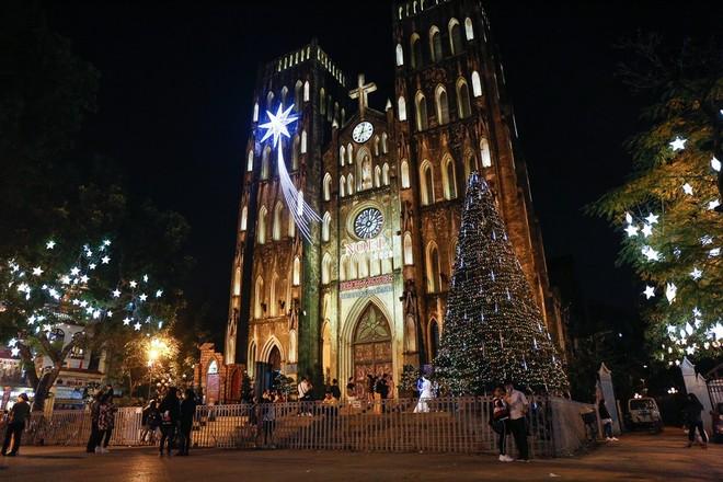 Các địa điểm đón Giáng sinh và năm mới 2021 tại Hà Nội ảnh 1