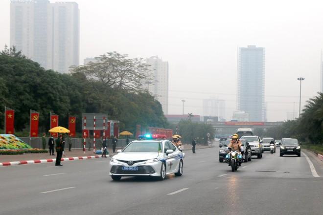 Công tác dẫn đoàn, phân luồng giao thông được đảm bảo trong ngày đầu Đại hội XIII của Đảng ảnh 1