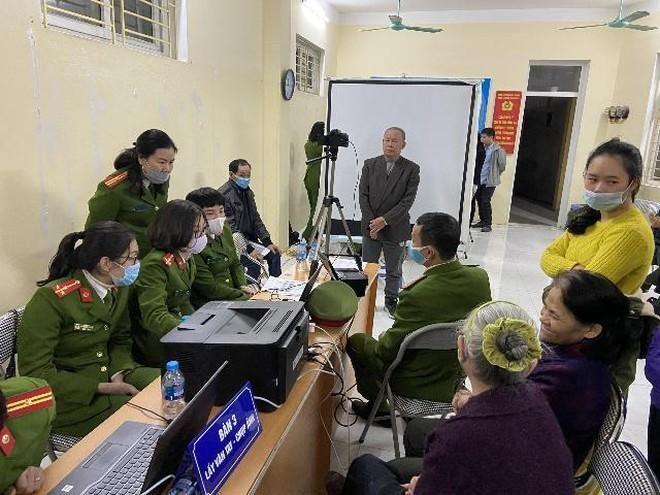 """Công an Hà Nội vào """"chiến dịch"""" cấp 6 triệu thẻ Căn cước công dân gắn chíp điện tử ảnh 2"""