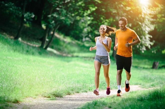 Đi bộ đúng cách để tăng cường sức khỏe, đốt cháy calo ảnh 1
