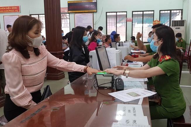 Thẻ Căn cước công dân gắn chíp điện tử có thay thế được các giấy tờ trong giao dịch hành chính không? ảnh 1