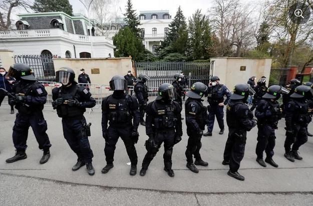 Nga - Czech - Ukraine: Căng thẳng leo thang trên mặt trận ngoại giao ảnh 3