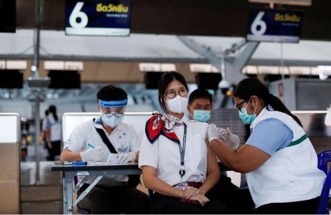 Thái Lan: Làn sóng dịch Covid-19 đang lan nhanh tại Thủ đô, số ca tử vong tăng vọt ảnh 1