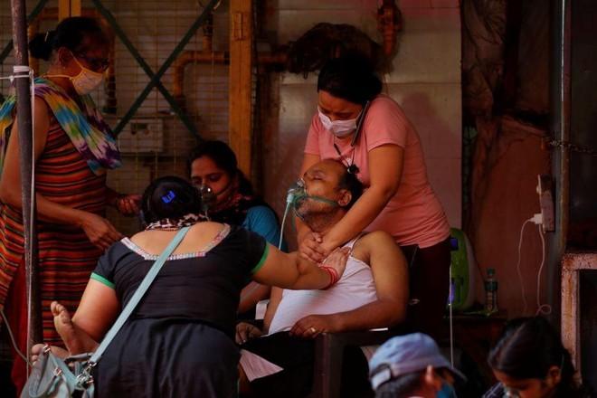 Lòng tốt và tình người thắp lên hy vọng giữa đại dịch kinh hoàng ở Ấn Độ ảnh 2