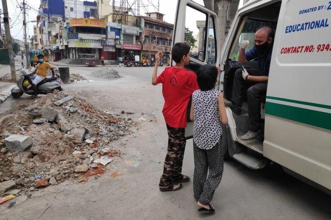 Lòng tốt và tình người thắp lên hy vọng giữa đại dịch kinh hoàng ở Ấn Độ ảnh 3