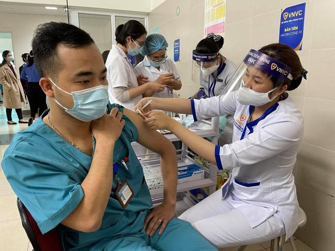 Việt Nam ứng phó linh hoạt với đại dịch Covid-19, tiếp tục đà tăng trưởng kinh tế trong năm 2021 ảnh 1