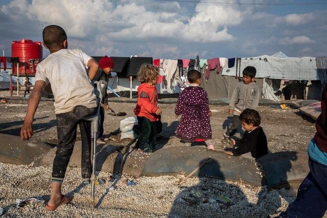 Nhận về hay bỏ lại các gia đình IS ở Syria - bài toán khó cho châu Âu ảnh 1