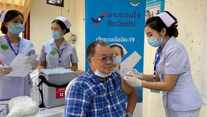 Lào: Người dân Thủ đô Vientiane tiêm đủ 2 mũi vaccine được tự do đi đến các tỉnh khác ảnh 1