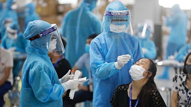 Đừng quá e dè, sợ hãi khi cần tiêm vaccine, vì dịch Covid-19 vẫn lẩn khuất đâu đó! ảnh 1