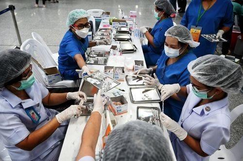 Thế giới sẽ trả giá đắt nếu để châu Á thiếu vaccine Covid-19 ảnh 2