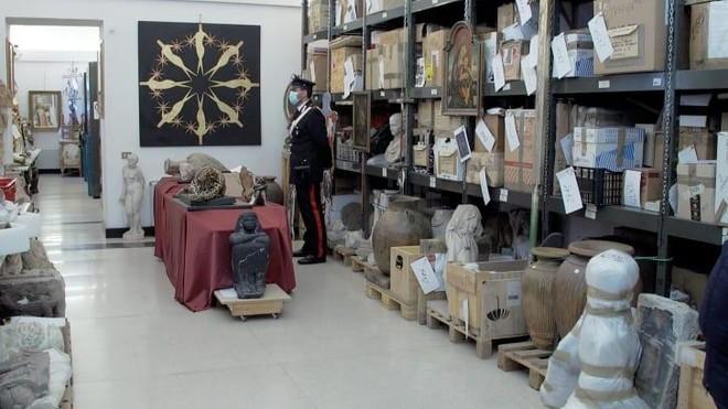 """""""Những kẻ cướp mộ"""" ở Italia thừa cơ đột kích trong mùa dịch Covid-19 ảnh 1"""