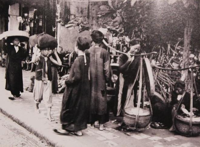 Những món quà đêm xa xưa của phố cổ Hà Nội ảnh 1