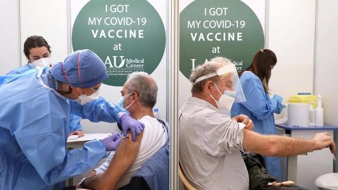 Cuộc chiến với tin giả và vaccine Covid-19 trôi nổi trên không gian mạng ảnh 1