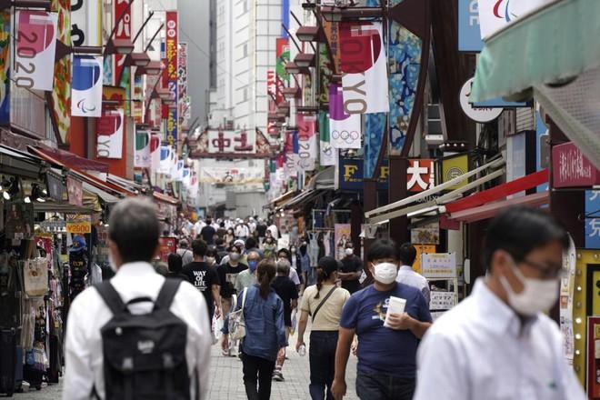 Nhật Bản mở rộng tình trạng khẩn cấp sau khi các ca nhiễm Covid-19 tăng đột biến ảnh 1