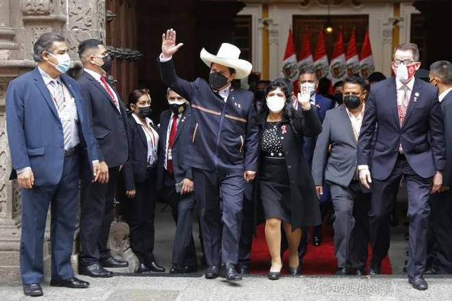 Phong cách đặc biệt của vợ chồng tân Tổng thống Peru ảnh 1