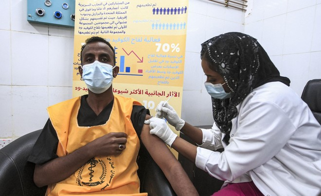 Nhiều quốc gia triển khai tiêm mũi tăng cường dẫn đến thiếu hụt vaccine Covid-19 toàn cầu ảnh 1