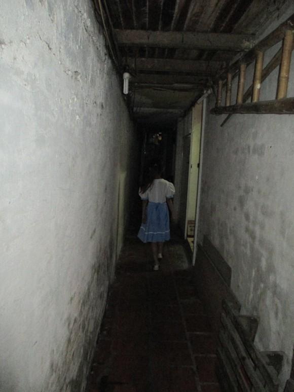 """Cuộc sống trong những căn nhà """"hộp diêm"""" nhỏ nhất phố cổ ảnh 4"""