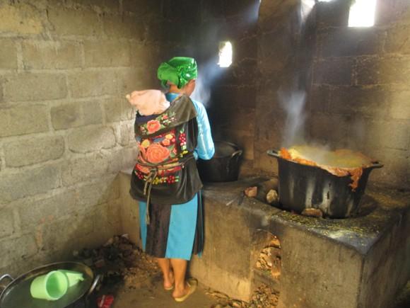 Cô giáo Sủng Là: Yêu thương trong nghèo khó ảnh 1