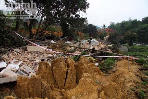 """Sức mạnh của """"sóng thần"""" núi thải đất đá ảnh 5"""