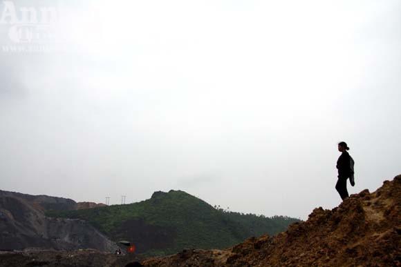 """Sức mạnh của """"sóng thần"""" núi thải đất đá ảnh 9"""