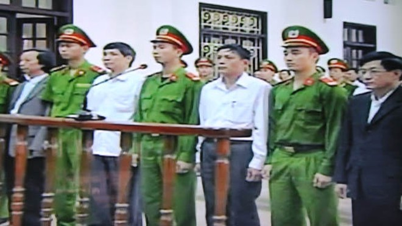 Bị hại Đoàn Văn Vươn xin giảm nhẹ hình phạt cho bị cáo Nguyễn Văn Khanh ảnh 1