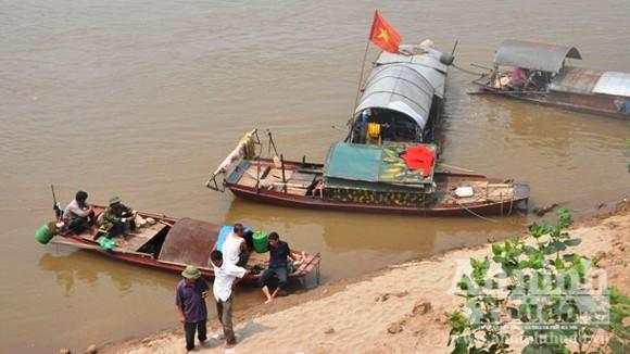 Rủ nhau ra sông Hồng tắm, 2 học sinh bị chết thảm ảnh 1